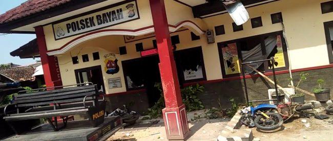 Penampakan Mapolsek Bayah, Lebak, Banten yang mengalami kerusakan akibat dirusak massa karena 3 orang nelayan warga desa tersebut ditangkap oknum Polsek Bayah (dok. KM)