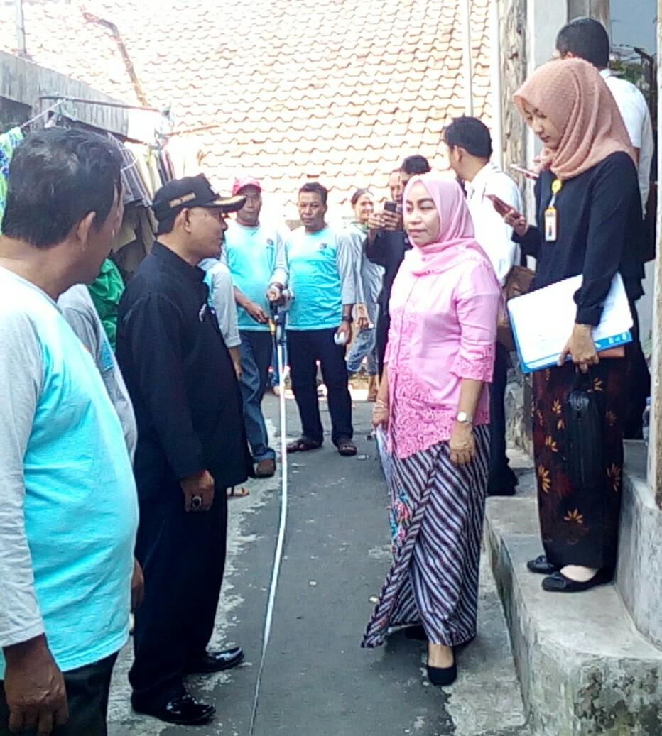 Kepala Kantor Pertanahan Kota Bogor Ery Juliani Pasoreh Saat Memonitoring Pengukuran Program PTSL Di Kelurahan PasirJaya Kota Bogor (dok.KM)