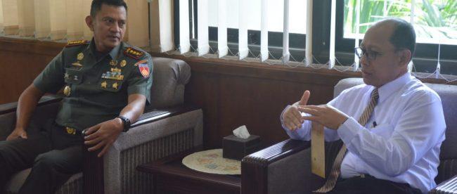 Kunjungan silaturahmi antara Danrem Wijayakusuma Kol. Dani Wardhana dengan rektor Unsoed Prof. Suwarto (dok. KM)