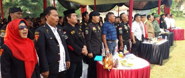 Ketua GIBAS Kota Bogor, Umar Jagad (depan, ketiga dari kiri) saat deklarasi perdamaian di Sukahati, Cibinong, Senin 14/5 (dok. KM)