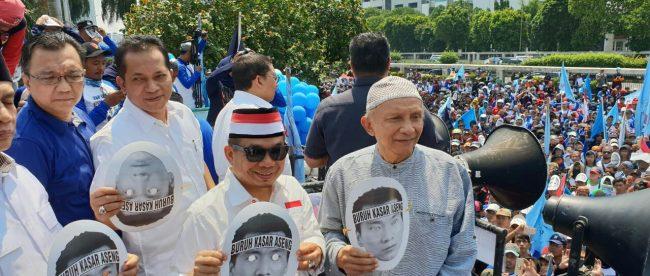Ketua Fraksi PKS Jazuli Juwaini bersama Amien Rais dan politisi Partai Gerindra, Feri Julianto, saat aksi May Day Selasa pagi 1/5 (dok. KM)