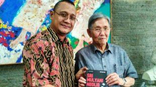 Penulis Edy Mulyadi bersama mantan Menteri Koordinator Ekonomi, Keuangan dan Industri 1999 - 2000 dan Kepala Badan Perencanaan Pembangunan Nasional (Bappenas) 2001 - 2004 Kwik Kian Gie