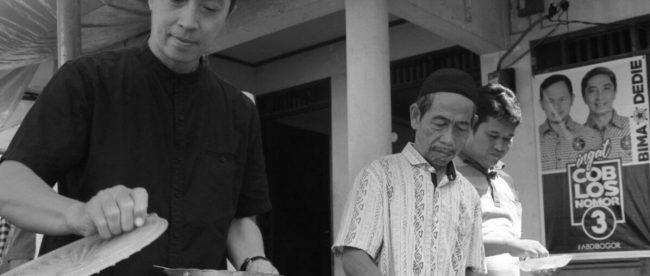 Calon Wakil Walikota Bogor Dedie Rachim saat berkunjung ke Ciparigi, Bogor Utara, Rabu 2/5 (dok. KM)