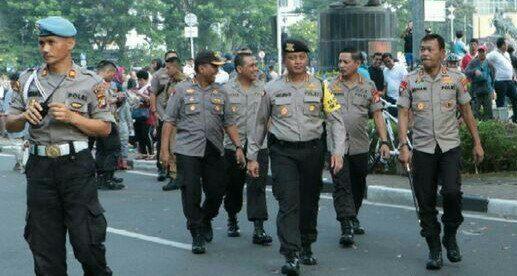 Kapolda Metro Jaya Irjen Idham Azis saat meninjau CFD ditemani Kabid Humas Kombes Argo Yuwono beserta ajudannya (dok. KM)