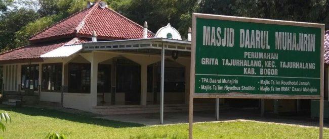 Tampak Masjid Daarul Muhajirin, Tajurhalang, dari depan (dok. KM)