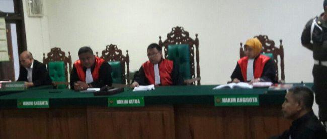 Majelis hakim saat membacakan vonis terhadap 5 pelaku pemerkosaan bergilir terhadap anak di bawah umur, Selasa 15/5/2018 (dok. KM)