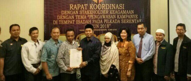 Ketua Panwaslu Kota Bogor bersama tokoh keagamaan Kota Bogor saat rapat koordinasi di Hotel Pangrango, Rabu 16/5 (dok. KM)