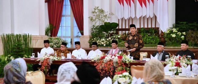 Presiden dalam sambutannya saat berbuka puasa bersama pimpinan lembaga negara, menteri Kabinet Kerja, tokoh agama Islam, dan tokoh-tokoh lainnya di Istana Negara, Jakarta, Jumat, 18 Mei 2018.
