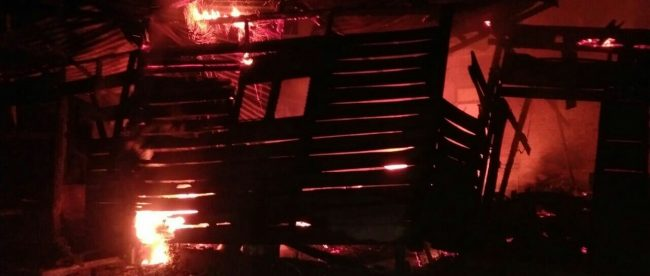 Rumah semi permanen ludes terbakar pada Sabtu malam 19/5 (dok. KM)