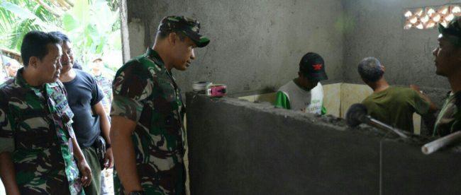 Danrem 061/SK Kolonel Inf. Mohamad Hasan saat melihat renovasi mushola di Kampung Pabuaran, Rancamaya, Bogor Selatan, Kamis 24/5/2018 (dok. KM)