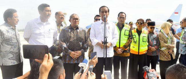 Presiden Joko Widodo memberikan keterangan pers setelah kunjungannya ke Bandara Internasional Jawa Barat, Rabu 24/5 (dok. KM)