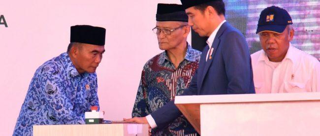 Presiden Joko Widodo saat meresmikan kawasan Pesantren Modern Terpadu (PMT) Prof. Dr. Hamka II di Kota Padang, Senin, 21 Mei 2018 (dok. Setpres)