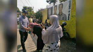 Calon Wakil Walikota Bogor Dedie A. Rachim saat berkampanye di bilangan Gunung Batu, Bogor Barat, Senin 30/4 (dok. KM)
