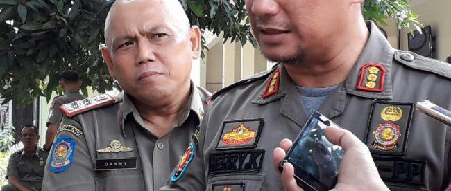 Kasatpol PP Kota Bogor Herri Karnadi memberi keterangan pers (dok. KM)