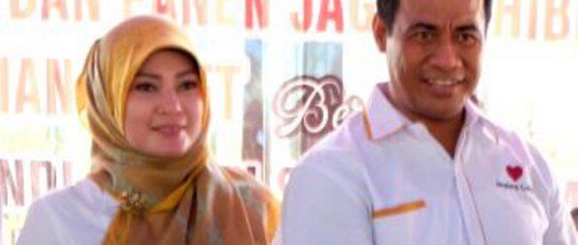 Menteri Pertanian Andi Amran Sulaiman dan Bupati Pandeglang Irna Narulita saat panen jagung di Pandeglang beberapa waktu lalu (stock)
