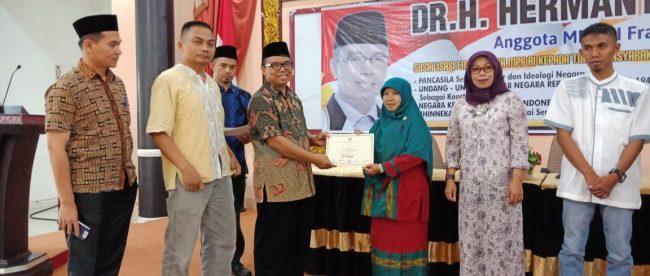 Anggota MPR dari fraksi PKS, Hermanto, usai memberikan sosialisasi Empat Pilar di Sumatera Barat, Kamis 7/6 (dok. KM)