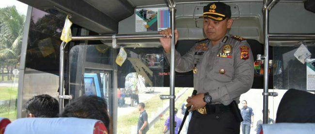 Polres Bogor beserta Dinas Perhubungan, Dinas Kesehatan dan BNN Kabupaten Bogor melakukan pengecekan kendaraan angkutan lebaran di rest area exit Ciawi, Bogor, Kamis 7/6 (dok. KM)