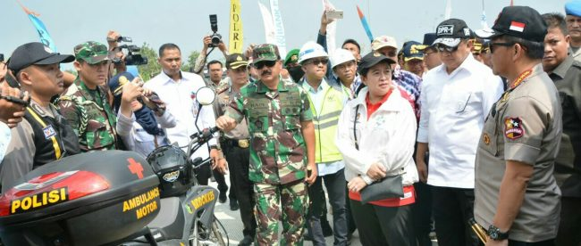 Panglima TNI, Kapolri, Menko PMK dan Ketua DPR memantau arus mudik di Ngawi, Jawa Tengah, Minggu 10/6 (dok. KM)