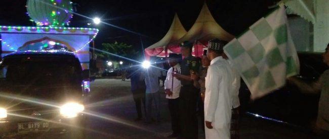 Bupati Aceh Timur melepaskan peserta Pawai Takbir, Kamis malam 14/6/2018 (dok. KM)
