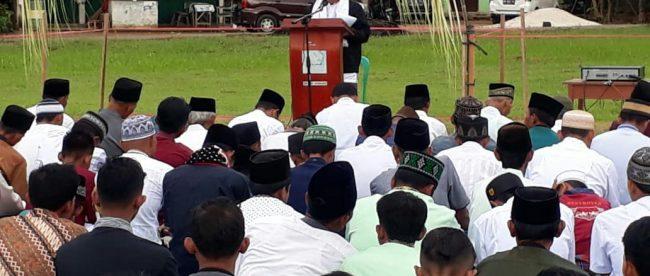 Anggota DPR RI, Hermanto, saat memberikan pidato shalat Id di Dharmasraya, Jumat 15/6 (dok. KM)
