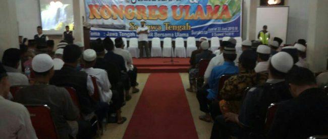 Suasana Silaturahmi dan Kongres Ulama se-Jateng yang digelar di Gedung Purwo Hamijayan Keraton Kasunanan Surakarta Hadiningrat, Jum'at (22/6) malam.