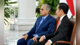 Presiden Joko Widodo berbincang dengan Perdana Menteri Malaysia Mahathir Mohamad di Istana Bogor, Jumat 29/6 (dok. KM)