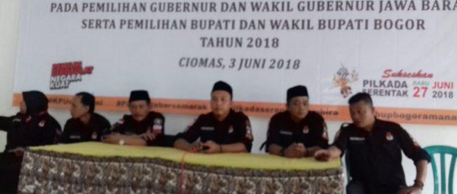Pelantikan KPPS menjelang Pilkada Jawa Barat dan Kabupaten Bogor di Kecamatan Ciomas, Minggu 3/6 (dok. KM)