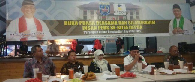 Walikota Depok KH. Mohammad Idris Didampingi Jajarannya Saat Memberikan Sambutan Dihadapan Insan Pers Se-Kota Depok (8/6)