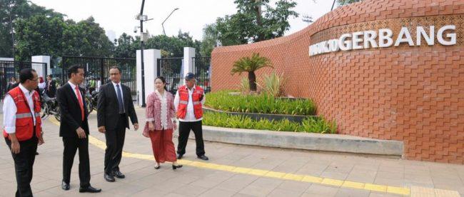 Presiden Joko Widodo dan Gubernur DKI Jakarta Anies Baswedan meninjau kesiapan venue dan fasilitas menjelang Asian Games, Rabu 11/7/2018 (dok. Setpres)