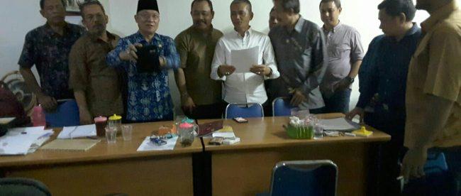 Pembacaan deklarasi berdirinya Sekber Pers Indonesia oleh Sejumlah Pimpinan Organisasi Pers
