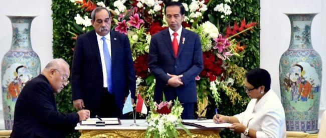 Penandatanganan nota kesepahaman antara Menlu Retno Marsudi dengan Menlu Federasi Mikronesia di Istana Bogor, Rabu 18/7/2018 (dok. Setpres)