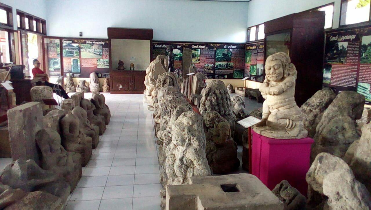 Patung dan arca di ruangan Museum Wajakensis (dok. KM)
