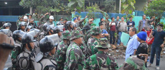 Penertiban Rumdin TNI di Teplan, Kedung Badak, Tanah Sareal, Kota Bogor Kamis 26/7 (dok. KM)