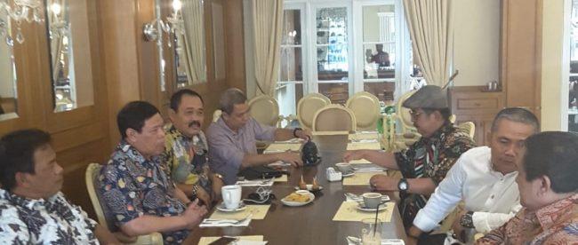 Rapat gabungan solidaritas 17 organisasi wartawan, yang turut dihadiri Ketum PWRI dan Sekjen, Jumat 6/7 (dok. KM)