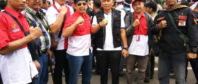 Ketum DPP PWRI, Sekjen DPP PWRI, lembaga Hukum PWRI, dan jajaran saat aksi damai di PN Jakarta Pusat, 5/7 (dok. KM)