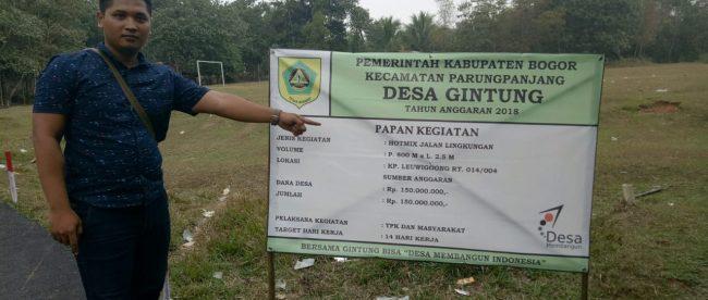 Papan kegiatan pengaspalan jalan di Desa Gintung Cilejet, Kecamatan Parung Panjang, Bogor (dok. KM)
