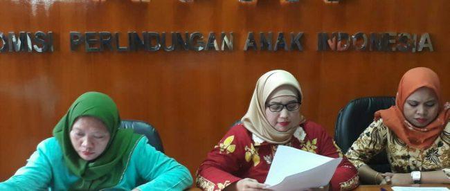 Retno Listyarti komisioner KPAI bidang pendidikan saat memberikan jumpa pers di Jakarta, Senin (13/8) (dok. KM)