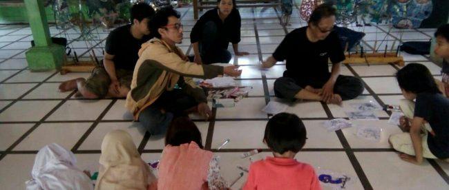 Muhammad Tavip saat memberikan pelatihan di Joglo Nusantara, Setu Pengasinan Depok (dok. KM)