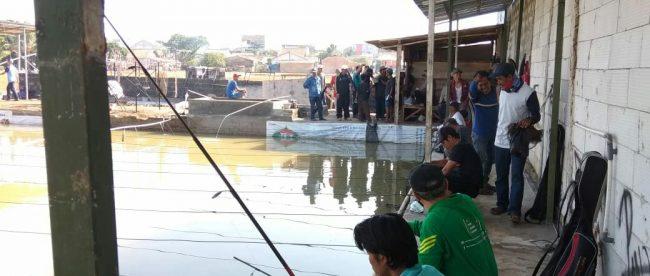 Kolam pemancingan Indah Rawalestari di Desa Rawapanjang, Bojonggede, Bogor (dok. KM)