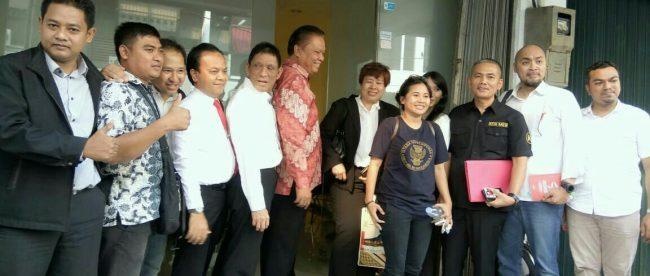 Foto Bersama ALB dan Pengurus di depan Kantor PP Ikatan Notaris Indonesia (dok. KM)