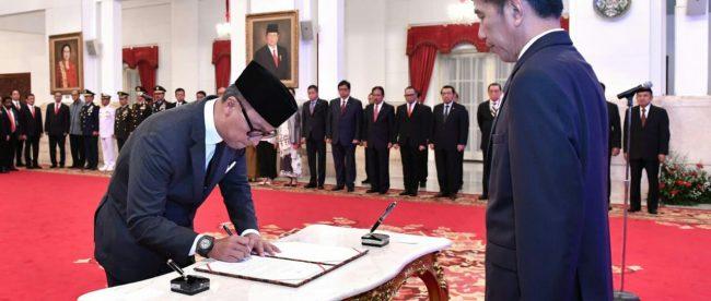 Pelantikan Agus Gumiwang Kartasasmita sebagai Menteri Sosial di Istana Negara, Jakarta, Jumat 24/8/2018 (dok. Setpres)