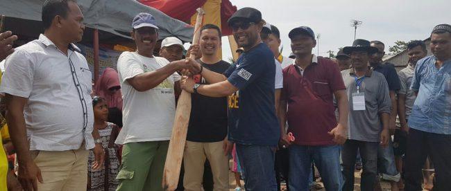 Anggota DPR Nasir Djamil membuka lomba perahu dayung