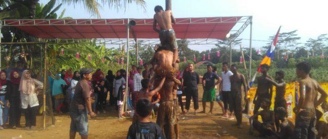 Lomba panjat pinang di desa Pasir Gaok Rt 03 Rw 02 Kelurahan Pasir Gaok Kecamatan Rancabungur (dok. KM)