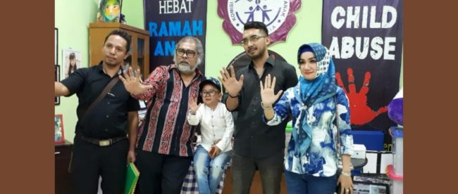 Daus Mini bersama Ketua Komnas Perlindungan Anak didampingi Tim Komunitas Live Positif Indonesia di Sekretariat Komnas Anak di Pasar Rebo Jakarta Timur, 31/7/2018 (dok. KM)
