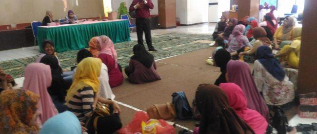 Ibu-ibu dalam kegiatan PKMB, Rabu 12/9/2018 (dok. KM)