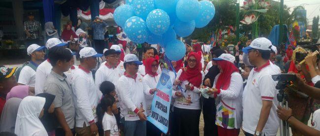 DANDIM 0104/Atim beserta Wali Kota Langsa, Muspida Kota Langsa melakukan pelepasan Balon (Dok. KM)