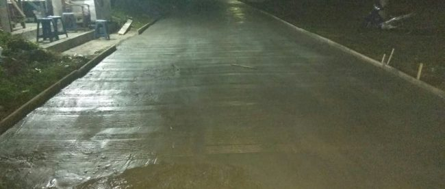 Pekerjaan pengecoran jalan di Desa Sumber Jaya, Kecamatan Tambun Selatan, Kabupaten Bekasi (dok. KM)