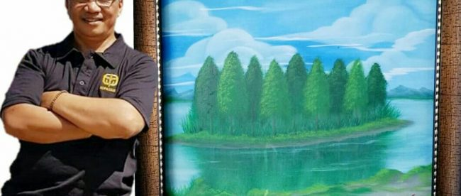Husin Munir bersama karya lukisnya (dok. KM)