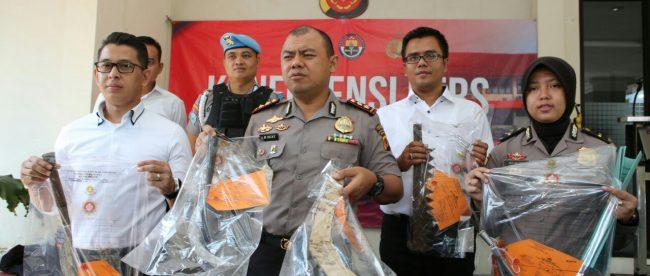 Kapolres Bogor memberi keterangan pers tentang penangkapan pelajar yang hendak tawuran di kawasan Gunung Putri, Kabupaten Bogor, Selasa18/9 (dok. KM)