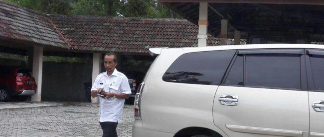 Kadis Pariwisata Babel Akhmad Rivai ketika memenuhi panggilan ke kantor Pidsus Kejati Babel (dok. KM)